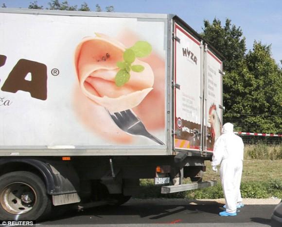 Camión con decenas de inmigrantes asfixiados. Foto: AFP