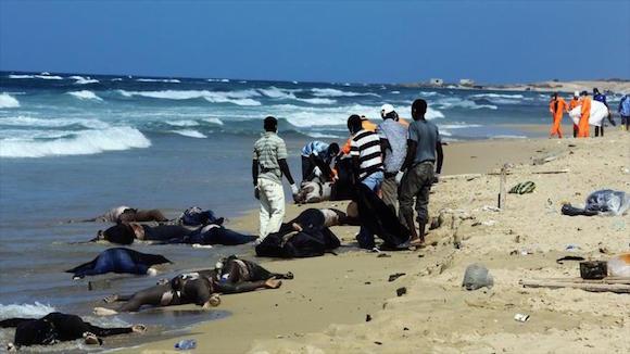 Cuerpos de inmigrantes muertos tras naufragio en el mar de Mediterráneo. Foto: AP