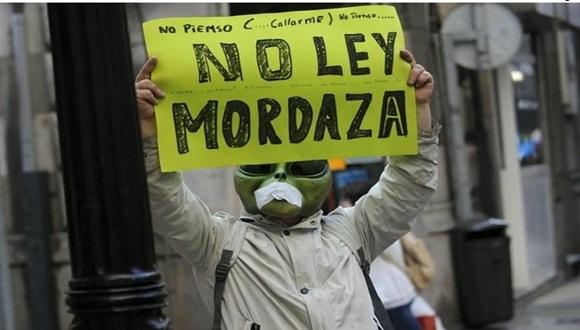 Un manifestante en España contra la Ley Mordaza. Foto Reuters.