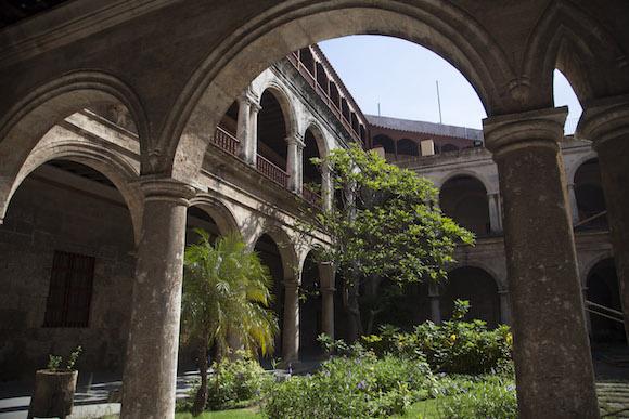 Patio del Centro Cultural Félix Varela. Foto: Ismael Francisco/ Cubadebate