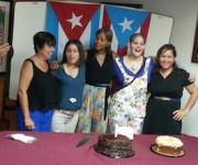 Cumpleaños feliz, en boricua y en cubano.