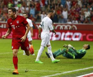 Lewandowski celebra su gol. Foto: Mihaela Rehle / Reuters.