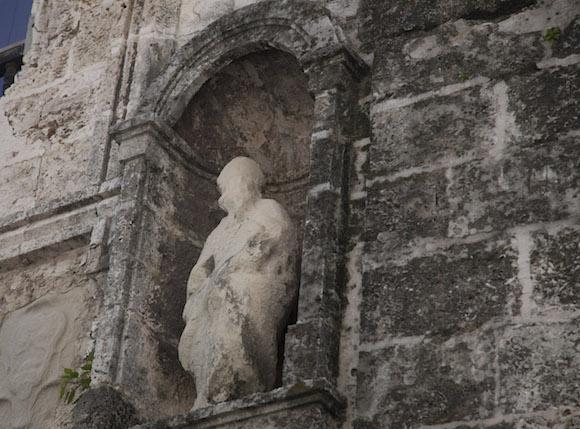 Portón original del Seminario de San Carlos y San Ambrosio, por la calle San Ignacio, de La Habana Vieja. Foto: Ismael Francisco/ Cubadebate