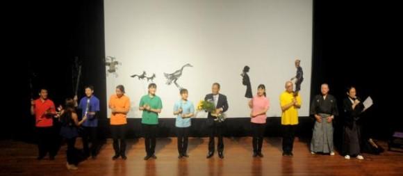 Integrantes del Teatro de Sombras Kageboushi, de Japón, durante la presentación realizada en la Sala Covarrubias, del Teatro Nacional de Cuba, en La Habana, el 5 de agosto del 2015. AIN FOTO/Oriol de la Cruz ATENCIO/rrcc