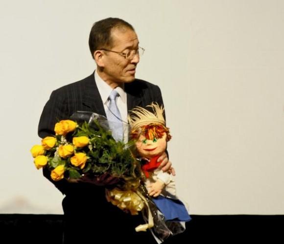 Yasuaki Yamasaky, director del Teatro de Sombras Kageboushi, de Japón, durante la presentación realizada en la Sala Covarrubias, del Teatro Nacional de Cuba, en La Habana, el 5 de agosto del 2015. AIN FOTO/Oriol de la Cruz ATENCIO/rrcc