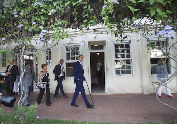 Kerry visita la casa donde vivió Ernest Hemingway. Foto: Ismael Francisco/ Cubadebate