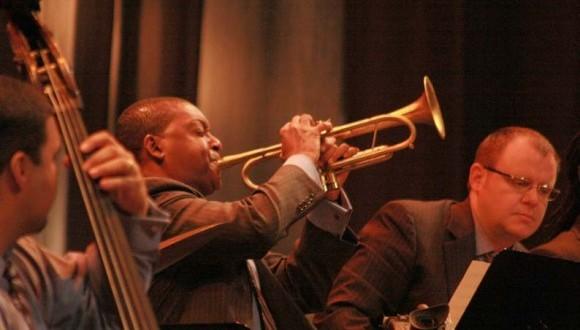 Wynton Marsalils y la Jazz at Lincoln Center Orchestra (JLCO) de Nueva York, en una noche mágica a los que abarrotaron el céntrico teatro habanero Mella. Foto: 10K