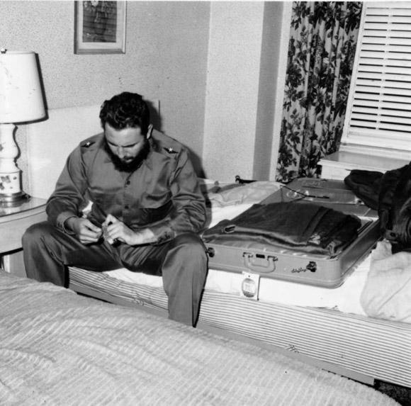 Fidel Castro antes de abandonar el hotel Shelbourne, donde se encontrababa alojada la delegación cubana. Foto: Prensa Latina