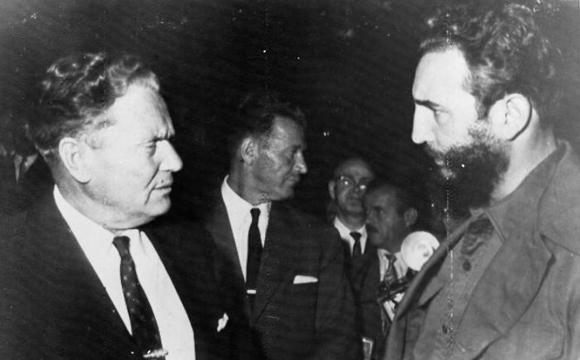 Fidel Castro sostiene una cordial entrevista con el presidente de Yugoslavia, Josip Broz Tito, quien participa tambien en el XV Periodo de Sesiones de la ONU, en Nueva York. Foto: Archivo