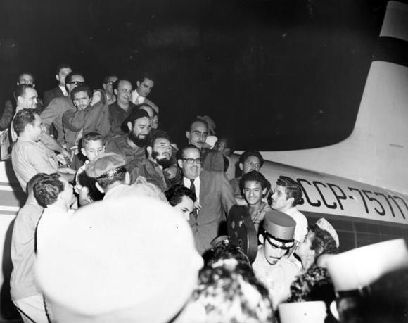 29 Llega a Cuba el Comandante Fidel Castro junto a la delegación que lo acompañó en el XV periodo de Sesiones de la Asamblea General de la ONU, en Nueva York. Foto: Archivo