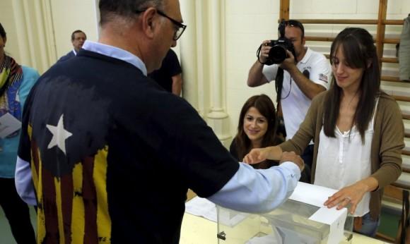Sondeo estima mayoría absoluta para la independencia de Cataluña