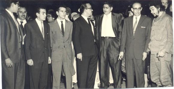 Askalani, el Che, Raúl Roa, Héctor Rodríguez Llompart (el primero a la izquierda).
