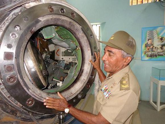 Arnaldo Tamayo rememorando su experiencia en la nave