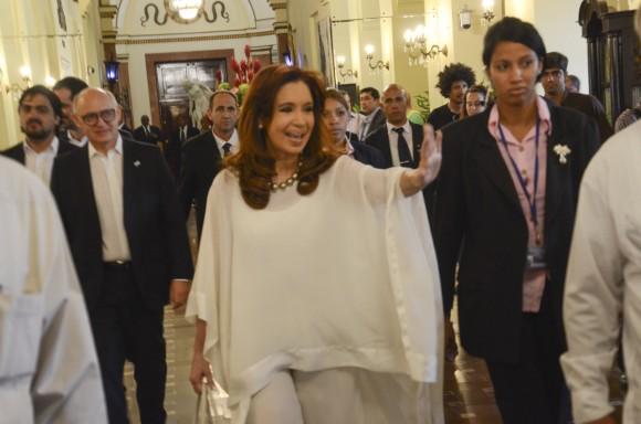 La Presidente argentina Cristina Fernández en el lobby del Hotel Nacional de Cuba, saliendo de la instalación habanera. Foto: Kaloian Santos Cabrera / Cubadebate