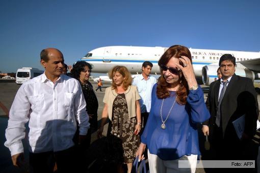 La Presienta argentina Cristina Fernández fue recibida por el Vicecanciller Rogelio Sierra. Foto: AFP