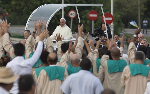 El Papa Francisco arriba a la Plaza de la Revolución. Foto: Ismael Francisco/ Cubadebate.