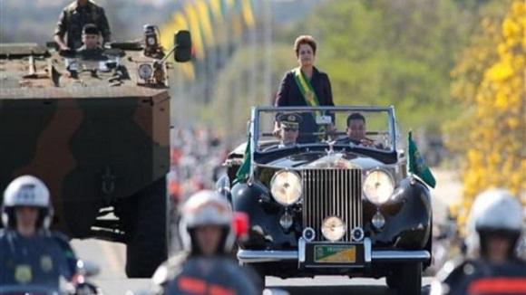 Dilma presidió el desfile por el Día de la Independencia