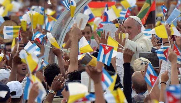 El Papa Francisco en la Plaza de la Revolución rodeado del pueblo cubano.