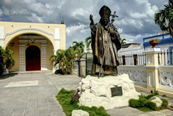 El Papa Francisco visitará la escultura de Juan Pablo II en Holguín. Foto: AIN