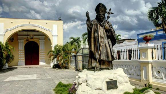 El-Papa-Francisco-visitará-la-escultura-de-Juan-Pablo-II-en-Holguín-E1-580x388