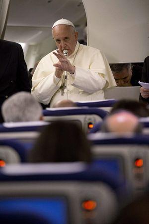 El Papa le habla a los periodistas