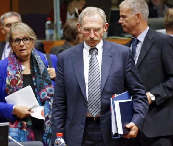 El húngaro Pinter Sandor (centro) asiste a la reunión de los ministros Interior de la UE, en Bruselas. Foto: EFE