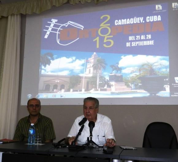 El profesor Rodrigo Álvarez Cambra presidirá el Congreso de la Sociedad Cubana de Ortopedia. Foto: Lázaro David Najarro