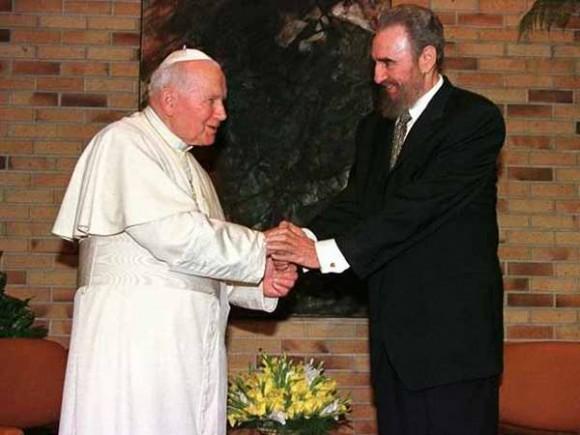 Fidel y el Papa Juan Pablo II durante la visita de cortesía de Su Santidad en el Palacio de la Revolución, enero de 1998. Foto: Estudio Revolución.
