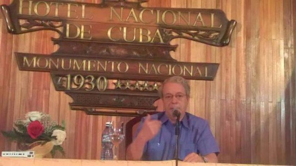 Frei Betto ofrece conferencia de prensa sobre la visita del Papa Francisco a Cuba. Foto: Jorge Legañoa