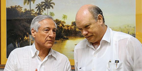 Heraldo Muñoz junto al ministro Rodrigo Malmierca, el viernes en La Habana.