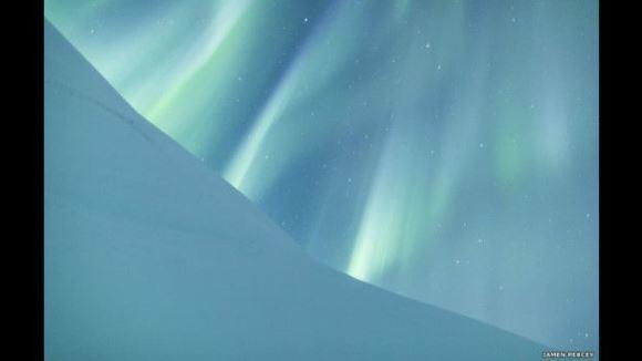 Jamen Percy fue el ganador de Fotos de Auroras con esta maravillosa toma hecha en el Parque Nacional Abisko, en Suecia.