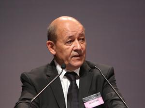 Jean Yves LeDrian declaró que su país se sumará al ejército estadounidense para bombardear Siria. Foto: Partido Socialista de Francia