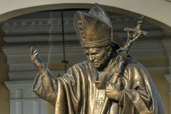 Juan Pablo II, esculrua realizada por Héctor Carrillo. Foto: AIN