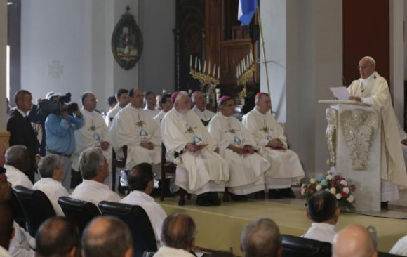 Papa Francisco oficia Santa Misa en el Santuario Nacional de la Virgen de la Caridad del Cobre,  en Santiago de Cuba, el 22 de septiembre de 2015, en su visita Apostólica a Cuba. Ismael Francisco/Cubadebate