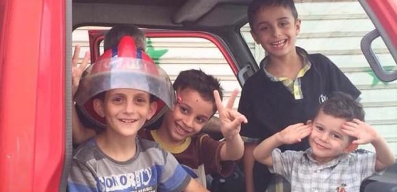 """""""Ojalá algún día estos niños vivan en paz, Salam aleikum Siria, nos vemos"""": escribió el periodista argentino en su página de Facebook."""