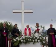 """""""Que el espíritu santo descienda sobre ustedes"""". El Papa bendice a la ciudad de Holguín desde la loma de la Cruz. Foto: Ladyrene Pérez / Cubadebate"""