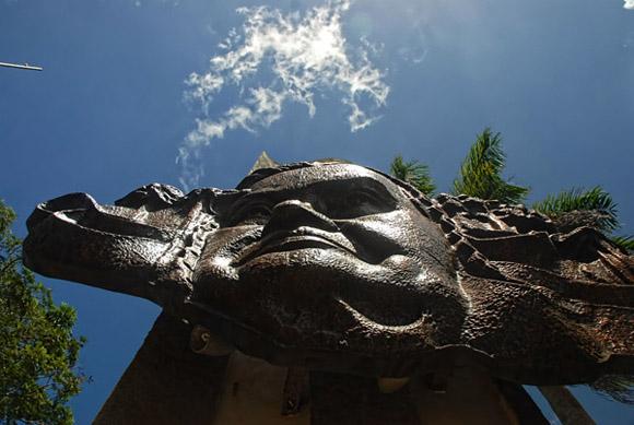 El monumento a Lucía Íñiguez Landín forma parte del conjunto escultórico que conforma la Plaza Mayor General Calixto García Íñiguez. Foto: Juan Pablo Carreras / AIN