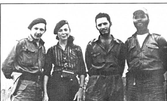 Profesores de la escuela para maestros- políticos de la tropa. De izquierda a derecha Raúl Castro, Vilma Espín, Jorge Risquet y José Nivaldo Causse. Foto: Cortesia de Asela de los Santos / Juventud Rebelde