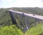 Puente de Bacunayagua, límite entre Mayabeque y Matanzas. Foto Mayra, Oscar y su hijo Alejandro / Cubadebate
