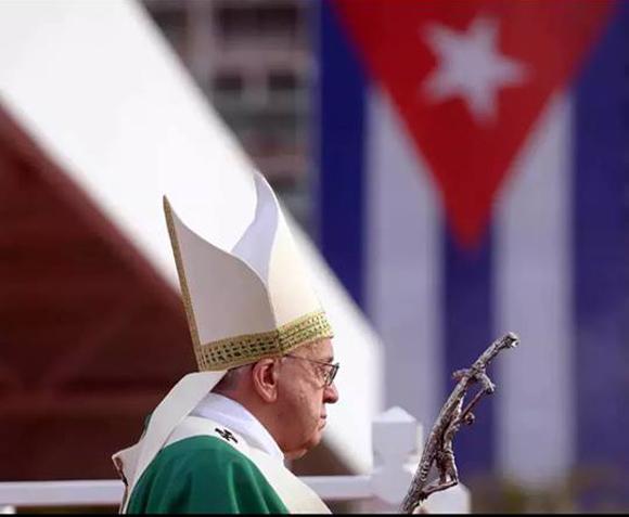 Papa Francisco destaca vocación de grandeza del pueblo cubano