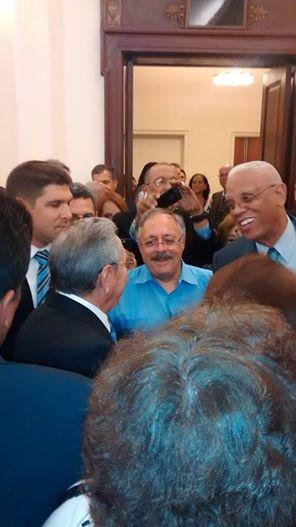Raúl Castro, Harry Belafonte y José Pertierra en el encuentro del Presidente cubano con norteamericanos solidarios y miembros de la comunidad cubana en EEUU, 27 de septiembre de 2015. Foto tomada de la cuenta de Facebook de José Pertierra.