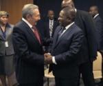 Raúl con Presidente de Mozambique en ONU, sept 2015 300