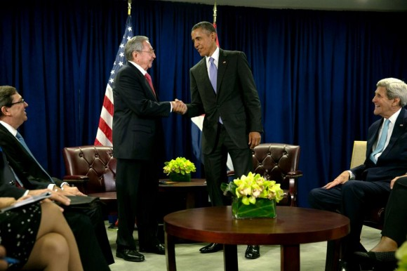 Encuentro del Presidente cubano Raúl Castro y el Presidente de EE.UU Barack Obama en la sede de la ONU, el 29 de septiembre de 2015. Foto: La Casa Blanca.