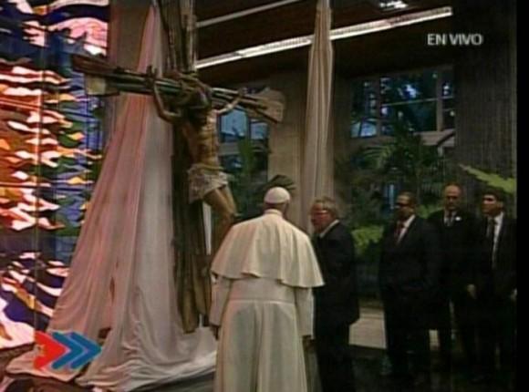 Raúl regaló obra de Kcho al Papa Francisco.