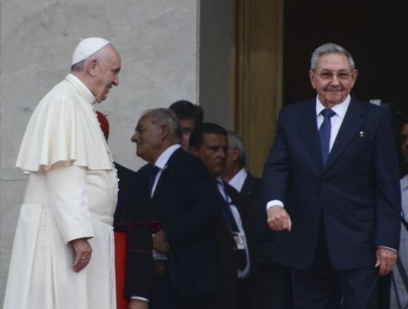 El Papa y Raúl Castro en el Palacio de la Revolución. Foto: Kaloian/ Cubadebate.