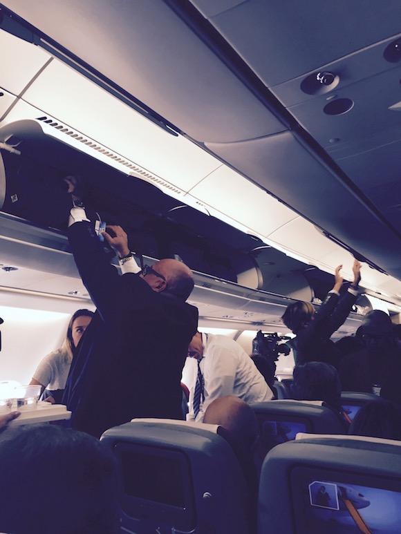 acomodandonos en el avion