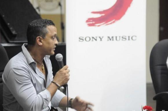 Intervención de Samuel Formell, durante la firma de los Acuerdos entre la EGREM y su homóloga estadounidense Sony Music Entertainment, realizada en la Disquera Areito, en La Habana, Cuba, el 15 de septiembre de 2015.  Foto:Oriol de la Cruz Atencio / AIN