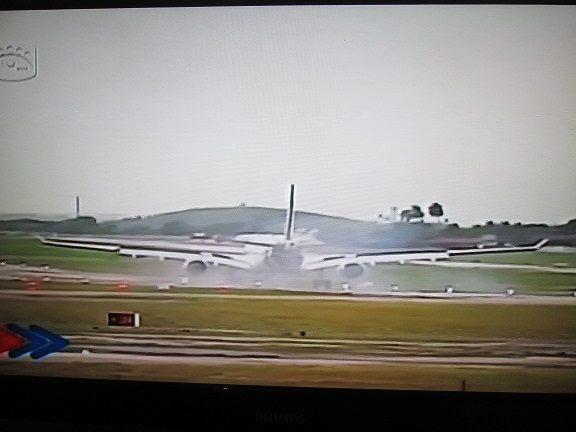 avión del papa aterrriza