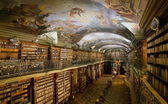biblioteca praga 3