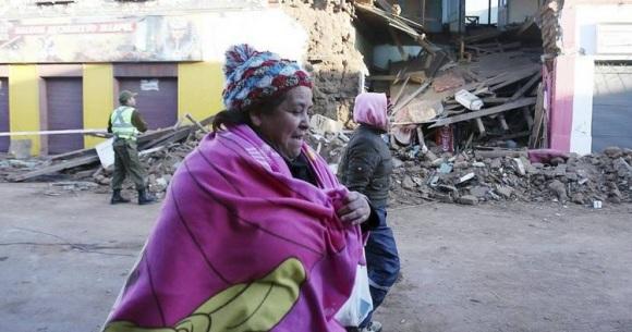 La gente recorre las calles desoladas luego del terremoto destrozó la ciudad costera de Coquimbo en Chile. Foto: EFE.